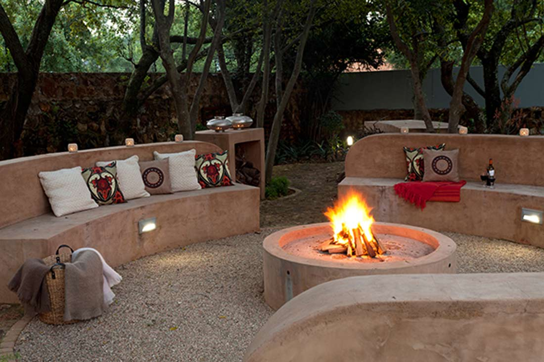Cemcrete CemPlaster Pavero Brown built-in seating and fire pit